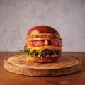 Петрус бургер с medium-rare приготвено телешко